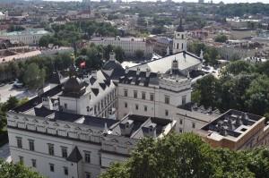 Widok z Góry Zamkowej na zrekonstruowany Zamek Dolny oraz wileńską katedrę.